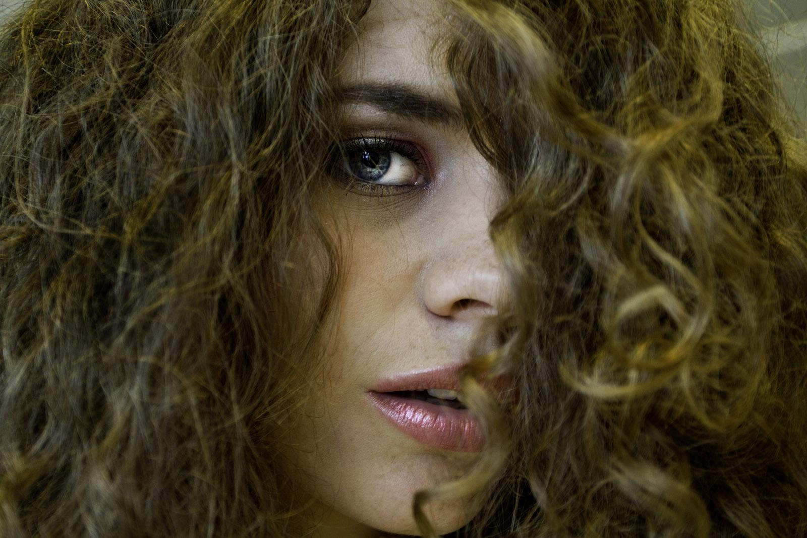 Волосы локоны